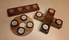 Adventní věnec, kříž a řada na čajové svíčky