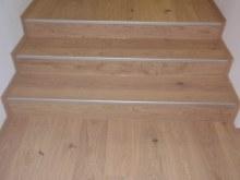 1- Dub třívrstvá 13x180 bílý olej detail schody