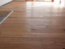 Tesaná podlaha interier 2