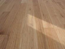 Tesaná podlaha interier 3