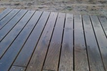 Dubové terasové podlahy hladký povrch po dešti